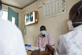 Kenya, TB treatment at MSF clinic, In Homa Bay District Hospital, Olga Overbeek, march 2013.
