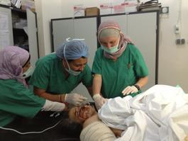 Syria, treatment of burn patients in MSF hospital, Kathrine Holte / MSF, june 2013.